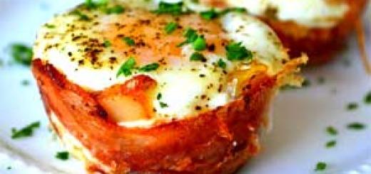 бекон с яйцом в формочках