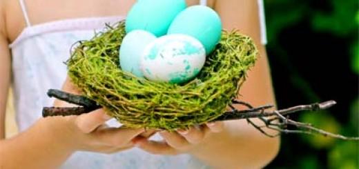 В какой цвет красят яйца