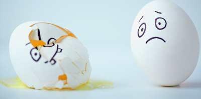 Примета разбить яйцо