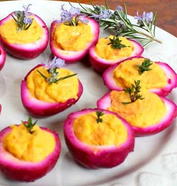 Розовые маринованные перепелиные яйца рецепт